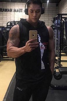 身材超棒的健身房的帥哥圖片