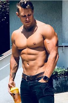 欧美肌肉男神生活照片