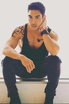 中國肌肉型男背心帥哥照片