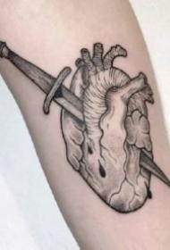 纹身心脏图 一组创意的9张心脏纹身图片