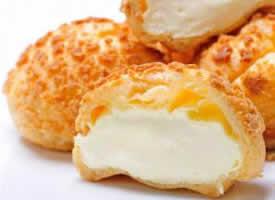 一组香甜美味的奶油泡芙图片
