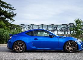一组蓝色斯巴鲁跑车高清图片欣赏