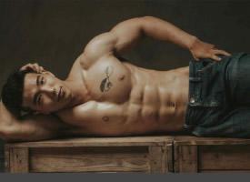 人體藝術的肌肉男模圖片