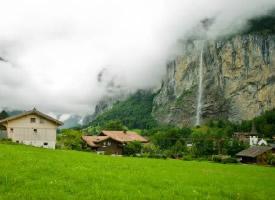 瑞士的瀑布小镇山顶俯瞰图片