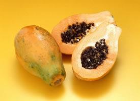 一組切開的木瓜圖片