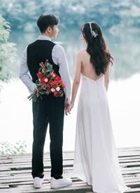 一組甜甜戀愛的婚紗拍攝圖片