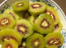 超甜多汁的的紅心獼猴桃圖片