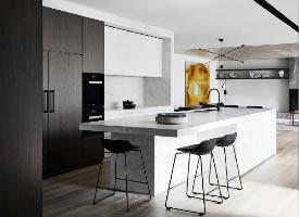 一組簡約整潔廚房設計
