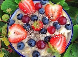 一組水果特別豐富的沙拉圖片