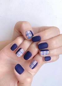 或许有人喜欢深蓝色美甲吗
