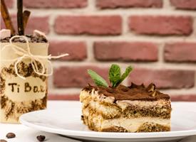 一組甜甜好吃的提拉米蘇蛋糕圖片欣賞