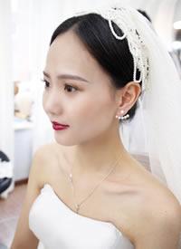 網紗蒙面造型還是氣質的水晶皇冠的新娘造型