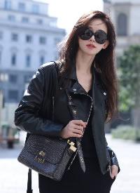林志玲米蘭時裝周街拍大片,一身酷颯全黑Look硬朗有型