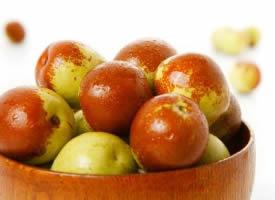 一组清脆香甜的枣子图片