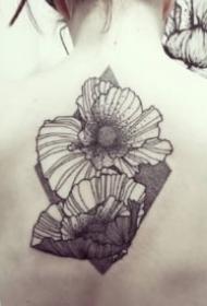 超帥的一組9張花卉線條紋身作品欣賞