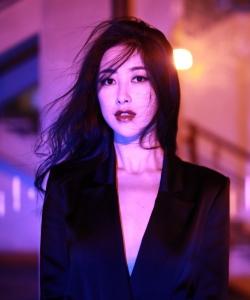 朱珠优雅光影写真图片