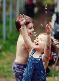 世間的幸福,秘訣只有八個字:心懷感恩,自愛愛人