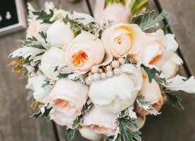 唯美的新娘手捧花图片