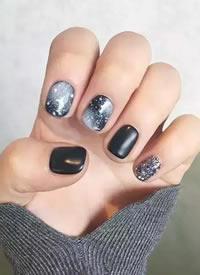 指尖劃過一個宇宙,超美的星空美甲送給你
