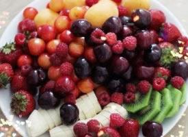美好的下午从水果大餐开始