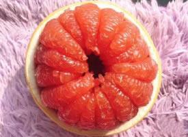 一组酸甜好吃的红心柚图片