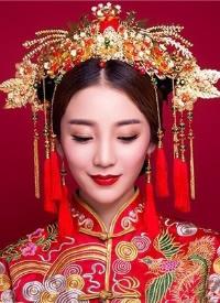 一組溫婉端莊的中式新娘發型