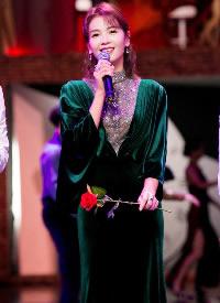 刘涛身穿祖母绿丝绒长裙,气质又优雅