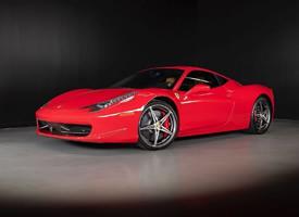 一組紅色帥氣的2013 Ferrari 458 Italia