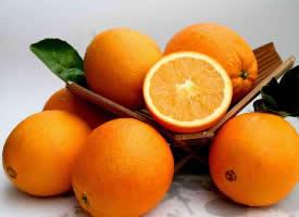 果面橙紅色且果皮光滑的橙子圖片