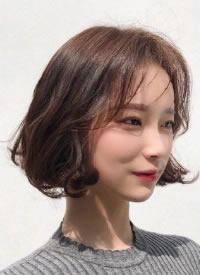 深色系韓式氣質溫柔短發圖片