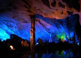 美丽迷人的桂林芦笛岩图片
