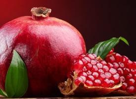 鮮紅甜美的石榴水果圖片