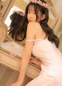 露肩吊带裙美女尤物风情性感写真图