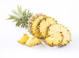 菠蘿切開是黃色的果肉圖片