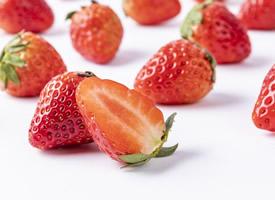 新鮮爽口水分足的草莓圖片