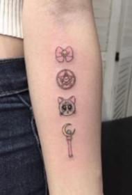 一組美少女戰士的變身器權杖紋身圖案