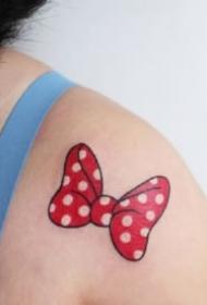 9款適合女生的可愛蝴蝶結紋身圖案