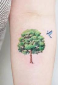 小树纹身 活力盎然的9张小清新的绿色小树纹身图片