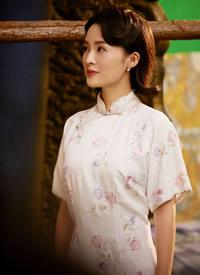 李沁旗袍造型溫婉大方寫真圖片