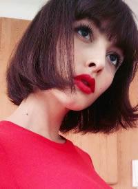 一組西班牙模特的短發齊劉海發型參考