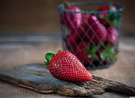 可口的草莓護眼桌面壁紙圖片