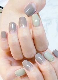 浅绿色和灰色美甲,低调耐看永不过时
