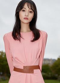 郑爽粉色裙子高冷性感图片
