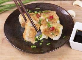 北方地區小吃美味飄香的煎餃圖片