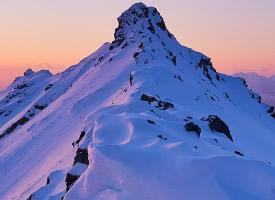 巍峨壮观的雪山高清风景图片