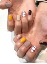 一組簡單大方的短指甲美甲圖片欣賞