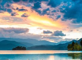 瀘沽湖就是一幅七彩畫
