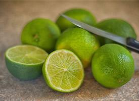 对美容养颜很有帮助的小柠檬图片