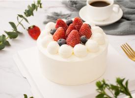 美味的草莓水果蛋糕高清图片