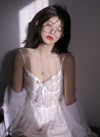 極品美女深v蕾絲吊帶誘惑寫真圖片